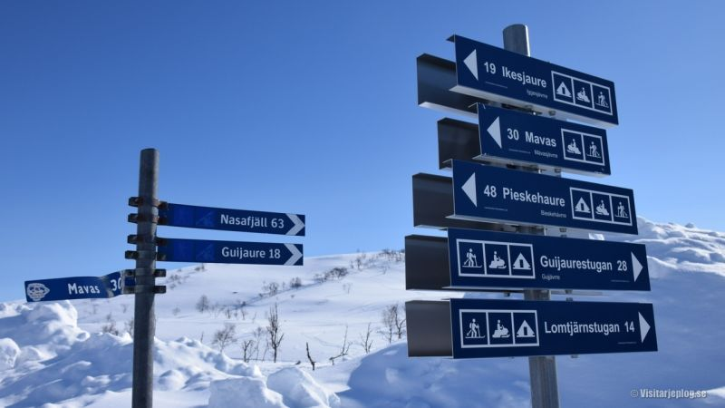 Signs to popular trails at Norwegian boarder